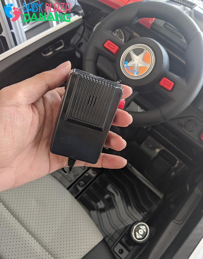 Xe hơi điện cảnh sát cho bé ghế da BBH-0007 15